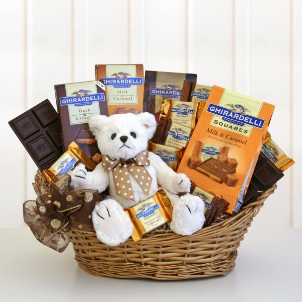 The romantic gift for girlfriend-A Gift Hamper