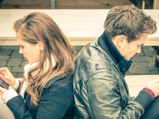 couple-texting-1024x576