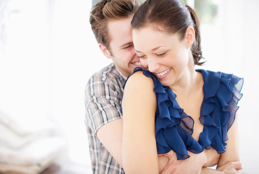 5489eb97a018b_-_rbk-couple-hugging-smiling-xln